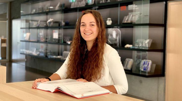 Praktikantin Lea Hengstler