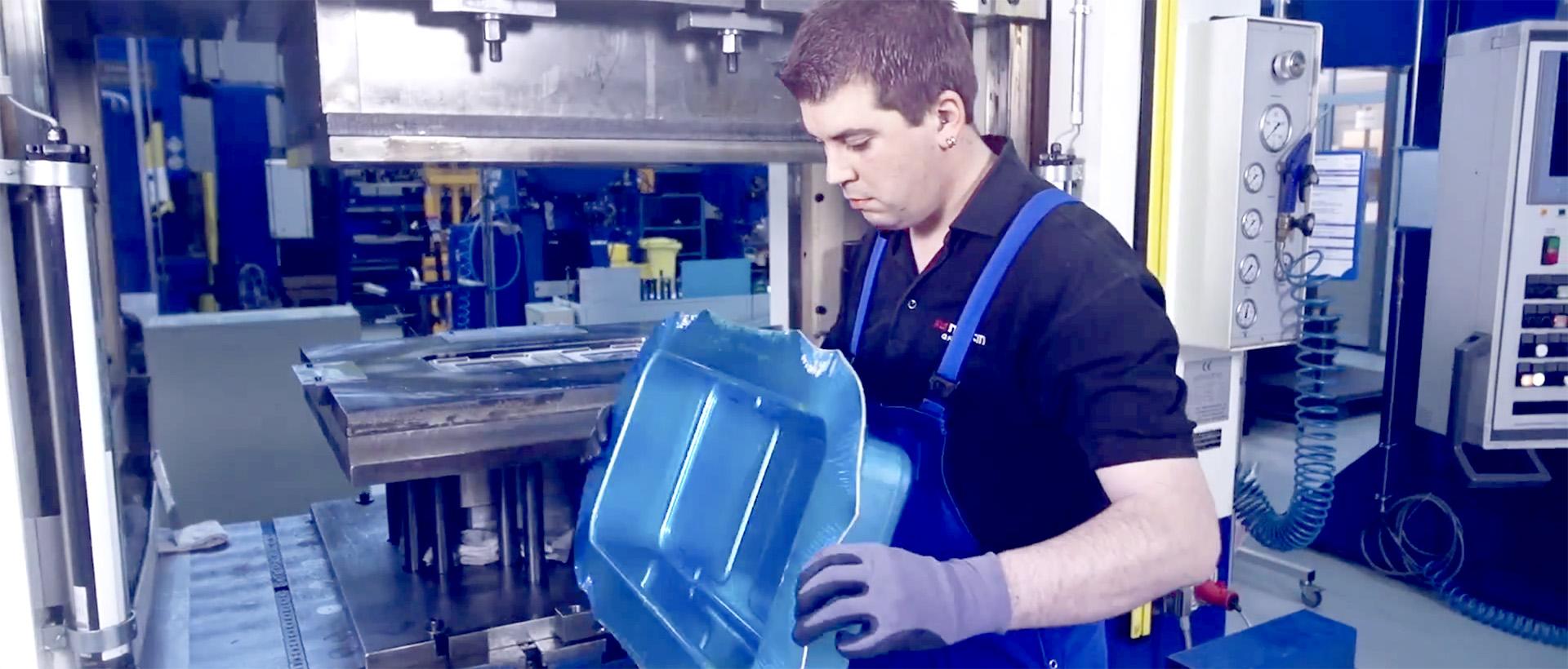 Vídeo - Fabricación de los contenedores de esterilización en KLS Martin